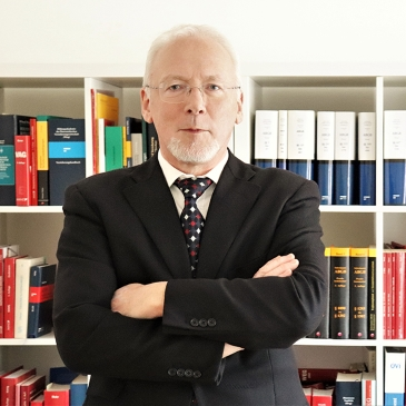 Dr. Manfred STEININGER