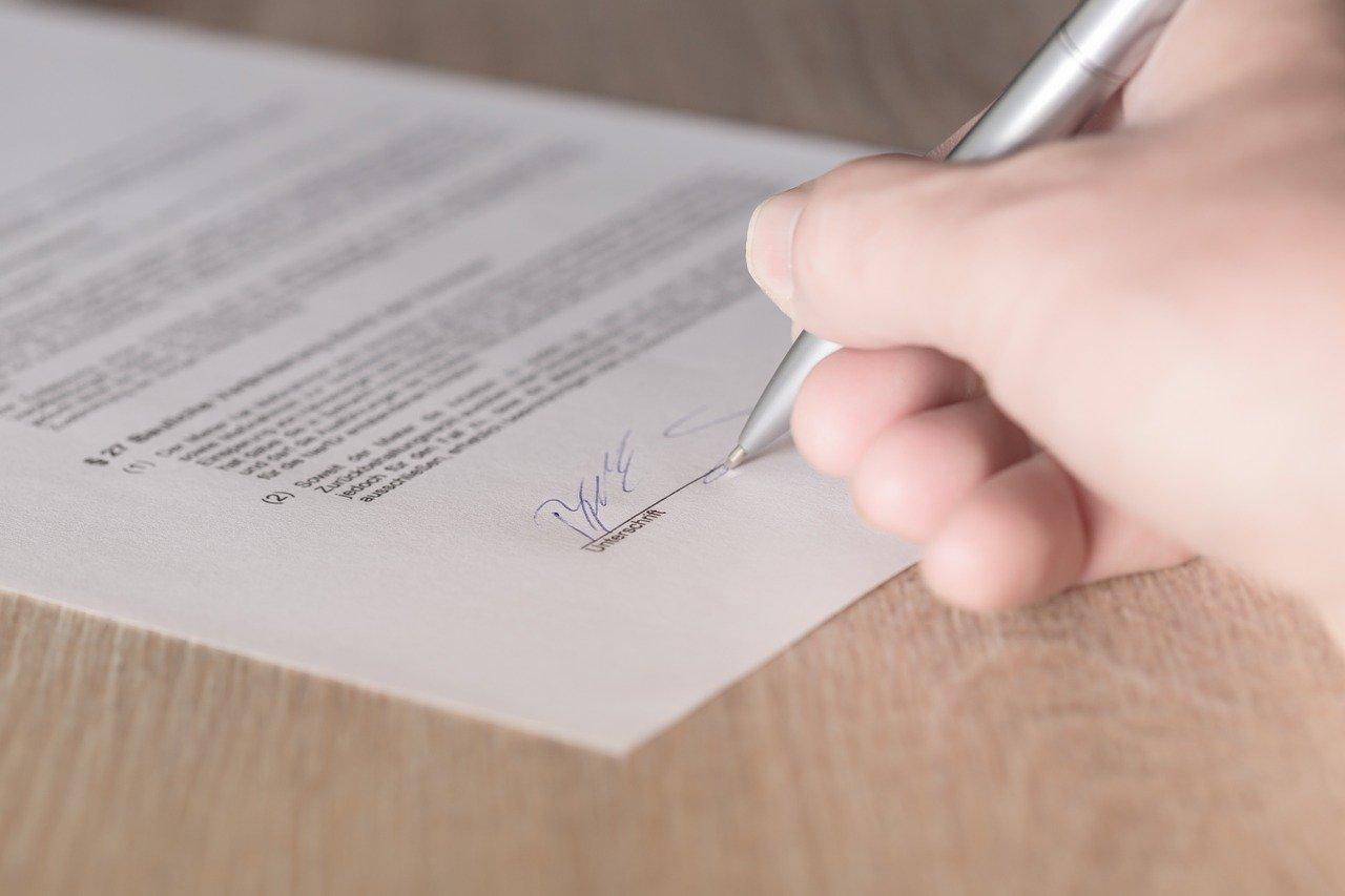 Experteninterview mit Vertragsrechtsexperte Mag. Dominik Brun Der Liegenschaftskaufvertrag: Vertragsinhalt, Gewährleistung & Co