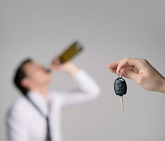 Alkohol am Steuer: Was droht dem Alkosünder?