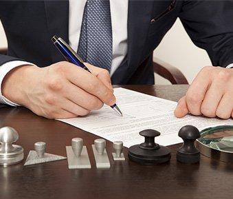 Notariatsakt & notarielle Beglaubigung – worin bestehen die Unterschiede?
