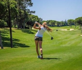 OGH: Haftung des Golfplatz-Betreibers für durch Fehlschläge verursachte Verletzungen?